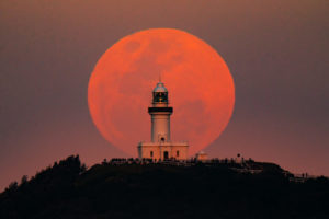 Moon-Cape Bryon Lighthouse 70D 952mm