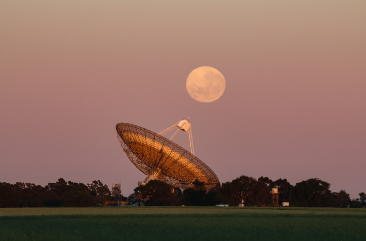 Moon-Dish Moonset 2