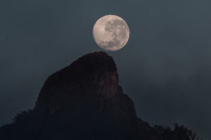 Moon-Mt Warning Full Moonset