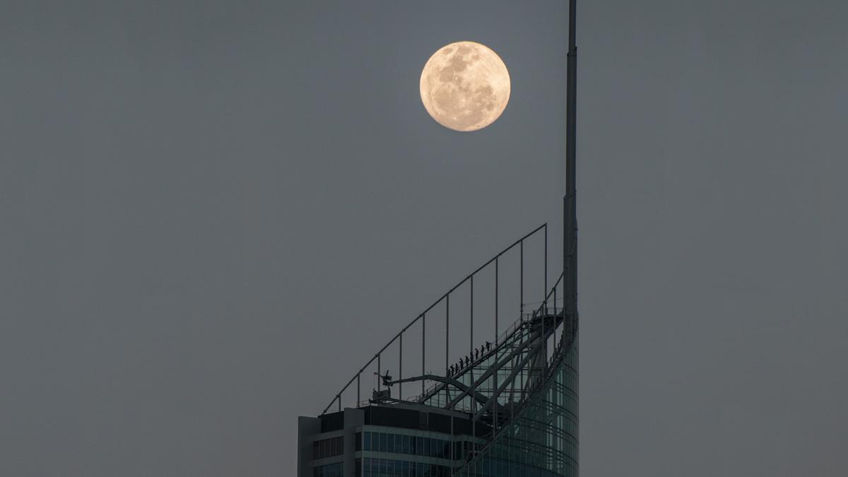 Moon-Q1 Moon